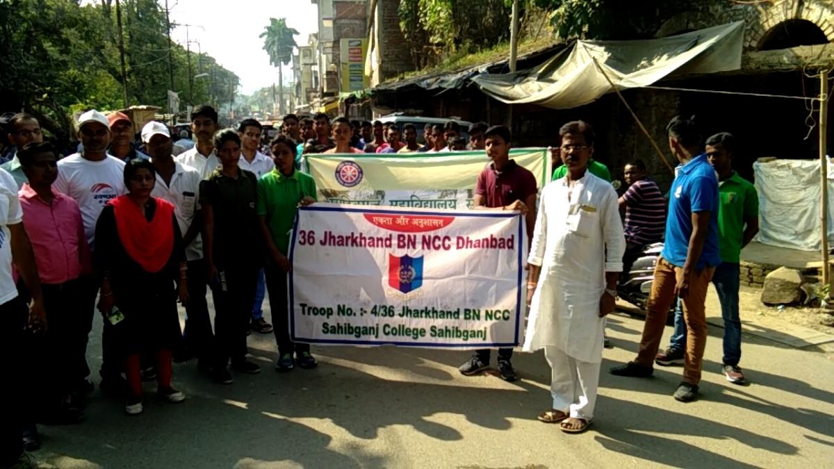 महात्मा गांधी के जन्म दिवस पर NCC ने निकाली स्वच्छता जागरुकता प्रभात फेरी, लिया स्वच्छता संकल्प