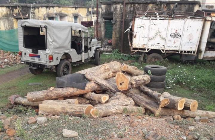 हँसडिहा पुलिस ने 29 बोटा सागवान लकड़ी किया जप्त