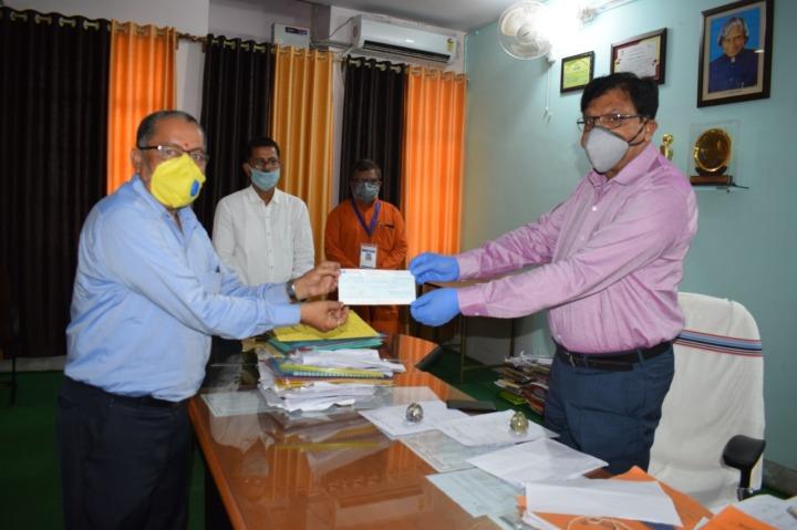 मिथिला सांस्कृतिक परिषद, बोकारो ने प्रधानमंत्री आपदा राहत कोष में ₹21000 दान किए (1)